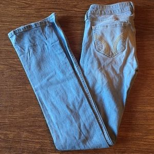 light wash Hollister jeans with rips on the knees